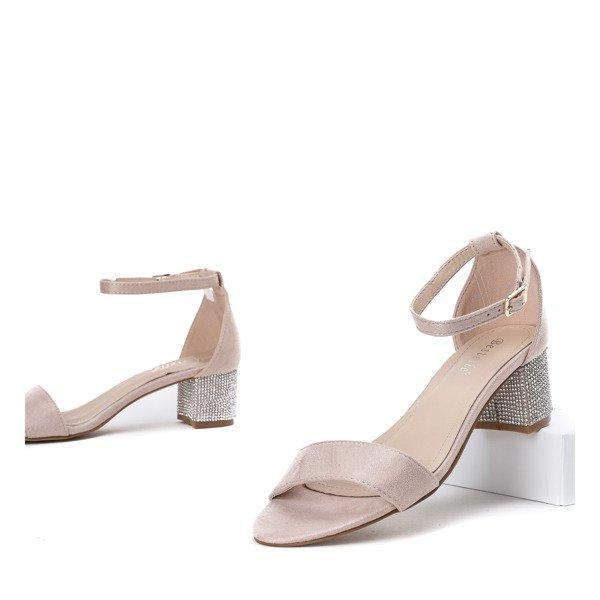 1c8906ab56650 Beżowe sandały na słupku z ozdobnymi cyrkoniami Olifa - Obuwie Kliknij, aby  powiększyć ...