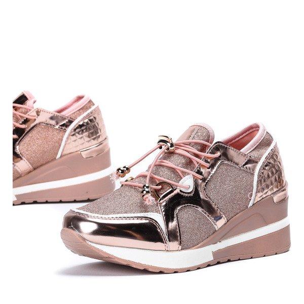 feb2a81a08086 ... buty z metalicznym wykończeniem na niskiej koturnie Aida - Obuwie  Kliknij, aby powiększyć ...