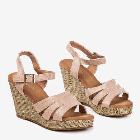 Beżowe sandały damskie na koturnie Sirima - Obuwie