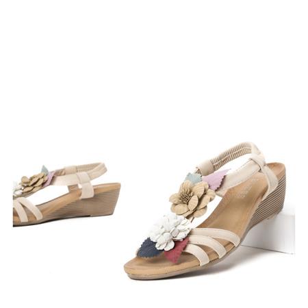 Obuwie Damskie Buty Beżowe sandały na koturnie z ozdobnymi