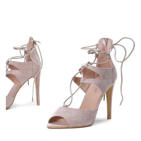 Beżowe sandały na szpilce z wiązaniami Lyn - Obuwie
