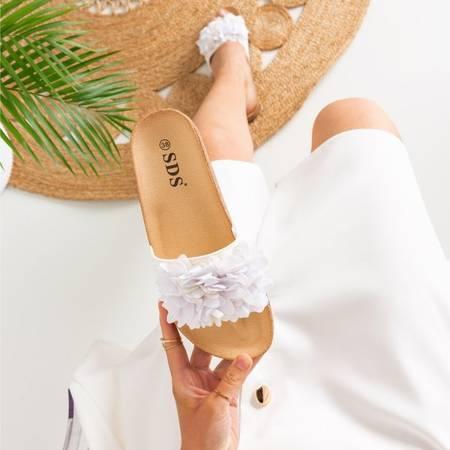 Białe damskie klapki z kwiatkami Lisala - Obuwie