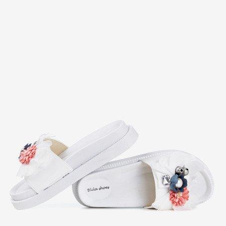 Białe klapki damskie z kwiatkami Mistera - Obuwie