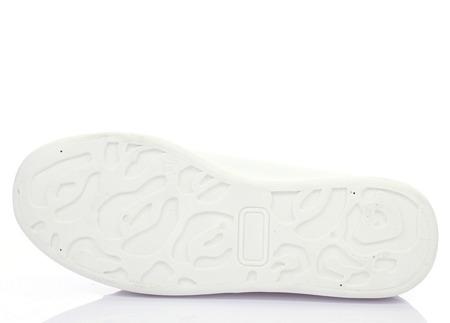 Białe sportowe trampki - Obuwie