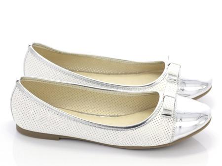 Biało-srebrne baleriny z kokardką - Obuwie