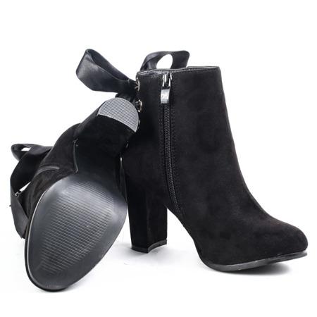 Czarne botki na słupku ze wstążką - Obuwie