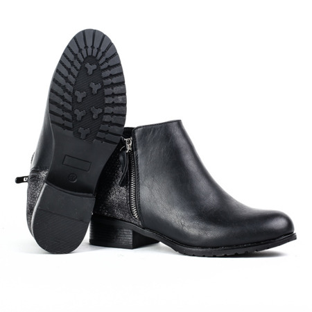 Czarne botki z tłoczeniem na cholewce - Obuwie