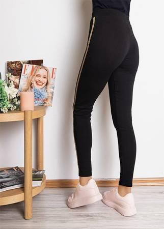 Czarne damskie legginsy ze złotymi lampasami - Odzież
