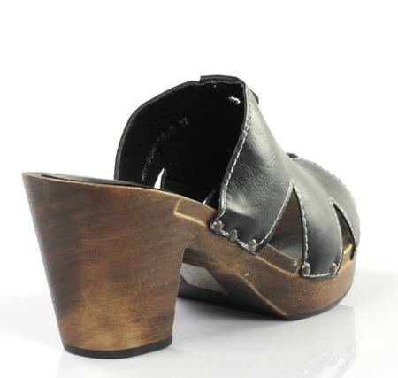 Czarne klapki a'la drewniaki - Obuwie