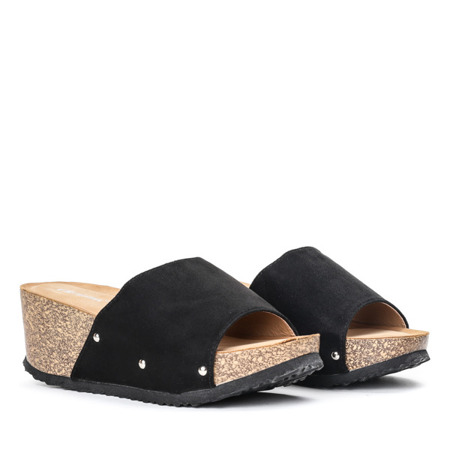 Czarne klapki na koturnie Perales - Obuwie