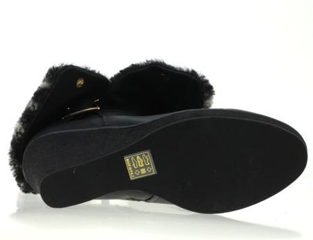 Czarne kozaki na koturnie - Obuwie