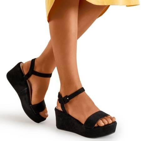 Czarne sandały na koturnie Lysnes - Obuwie
