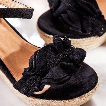 Czarne sandały na koturnie z falbankami Alisa - Obuwie