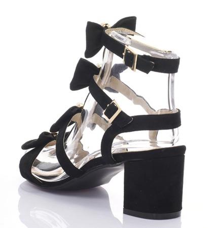 Czarne sandały na słupku - Obuwie