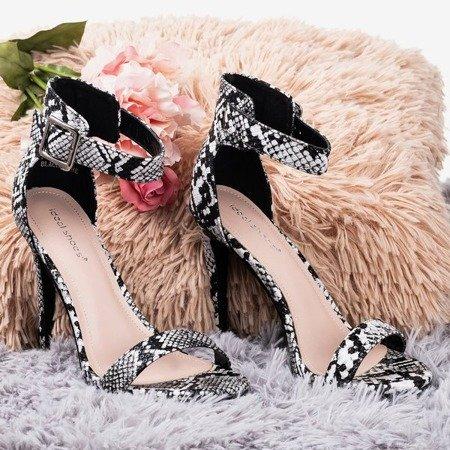 Czarne sandały na wyższej szpilce a'la skóra węża Suella - Obuwie