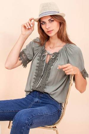 Damska bluzka w kolorze khaki z koronką- Odzież