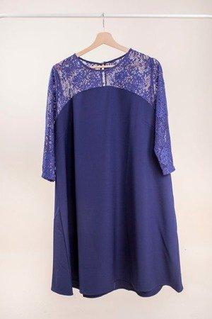 Granatowa sukienka wykończona koronką PLUS SIZE - Odzież