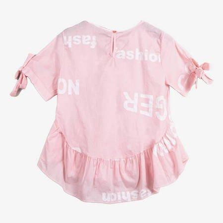 Jasnoróżowa bluzka z falbanką - Odzież