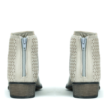 Jasnoszare botki z ażurowymi wstawkami Caltavira - Obuwie