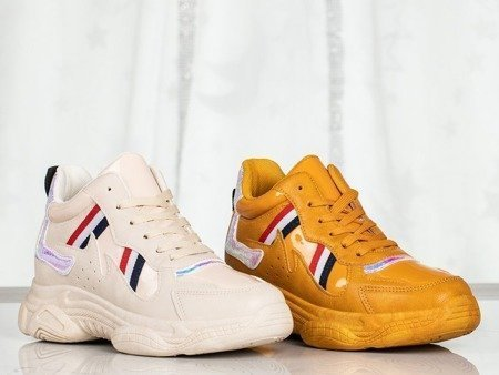 Musztardowe buty sportowe z holograficznymi wstawkami Temptation - Obuwie