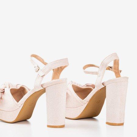 Pudrowe sandały na wyższym słupku z kokardką Cornisa - Obuwie