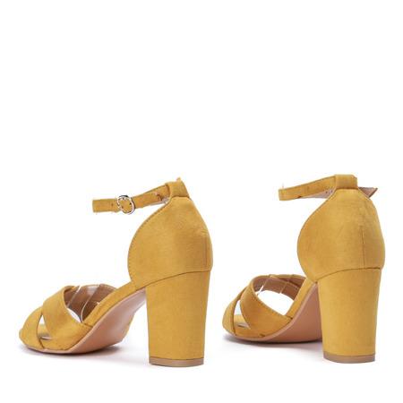 Sandały na słupku w kolorze żółtym Sarina - Obuwie