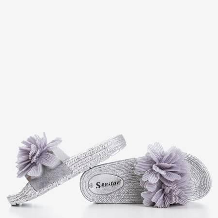 Srebrne damskie klapki z kwiatami Happines - Obuwie