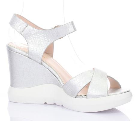 Srebrne sandały na koturnie Bexley- Obuwie