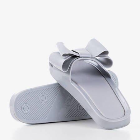 Szare klapki gumowe z kokardką Regiton - Obuwie