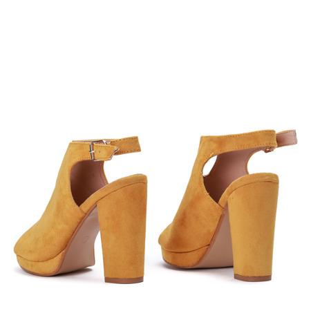 Żółte botki na słupku z wycięciami Ysabell - Obuwie