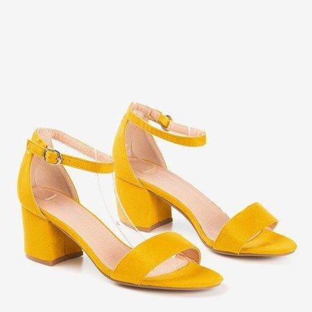 Żółte sandały na niskim obcasie Birma - Obuwie