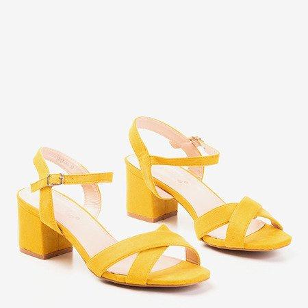 Żółte sandały na niskim obcasie Jonila - Obuwie