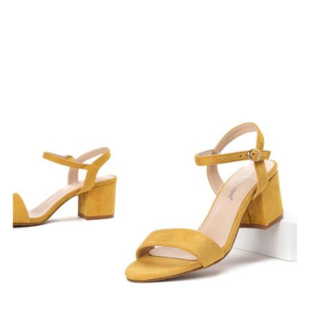 Żółte sandały na niskim słupku Julietta - Obuwie